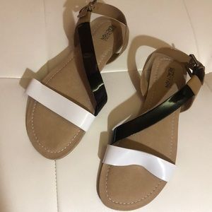 Kenneth Cole sandals indie boho vegan 9.5 white